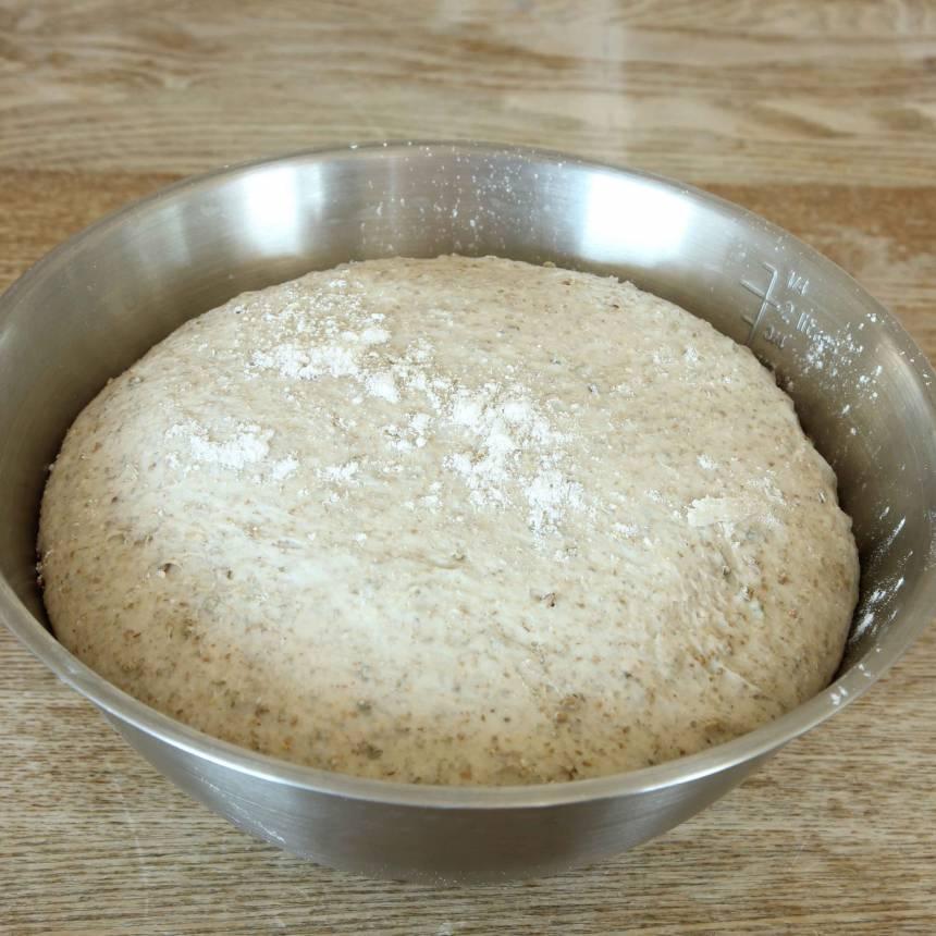 1. Gör degen enligt receptet. Låt den jäsa under bakduk i 45–60 min.