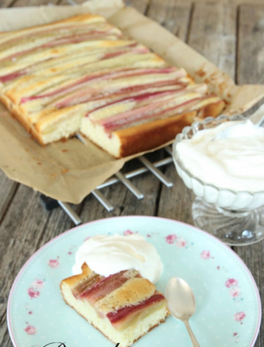 Supersmarrig, randig rabarberkaka – klicka här för recept!