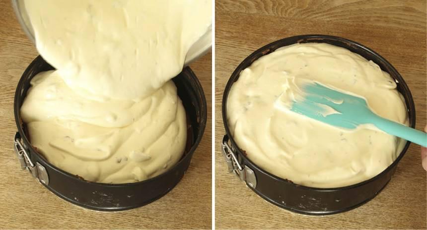 5. Häll Daimsmeten över kakan och ställ formen i frysen i några timmar. Ta fram tårtan 10–15 min före servering. Garnera kakan med hackad Daim.