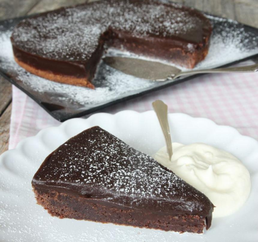 Baka en klassisk chokladfudgetårta –klicka här för recept!