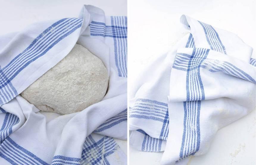 2. Knåda ihop degen till en boll och rulla den ordentligt i mjöl. Låt degen jäsa inlindad i en mjölad bakduk i 30 min. Sätt ugnen på 250 grader. Sätt samtidigt in en tom gjutjärnsgryta utan lock, ca 4 liter, i den varma ugnen.