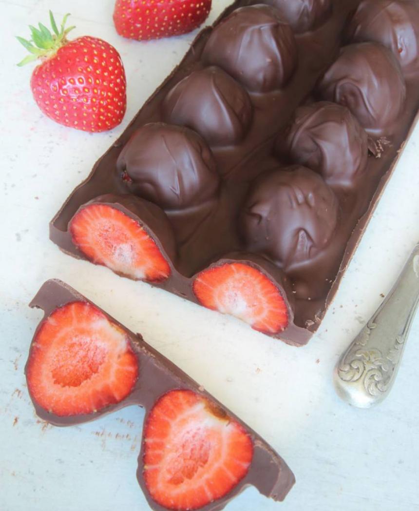 Superläcker jordgubbschokladkaka –klicka här för recept!
