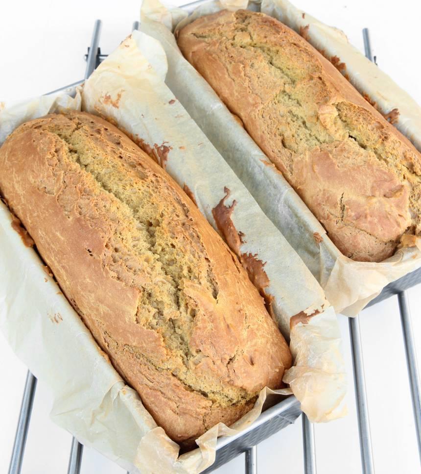 3. Grädda bröden längst ner i ugnen i ca 1 tim. Låt dem svalna i formarna. Limporna håller sig färska och goda ett par dagar i en plastpåse i rumstemperatur.