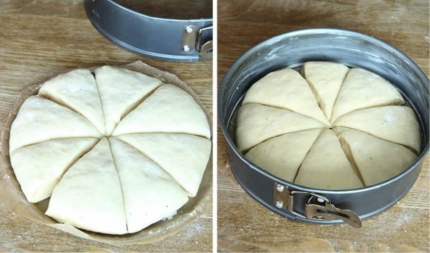 3. Knåda igenom degen och forma den till en boll. Tryck ut bollen på den pappersklädda bottnen.