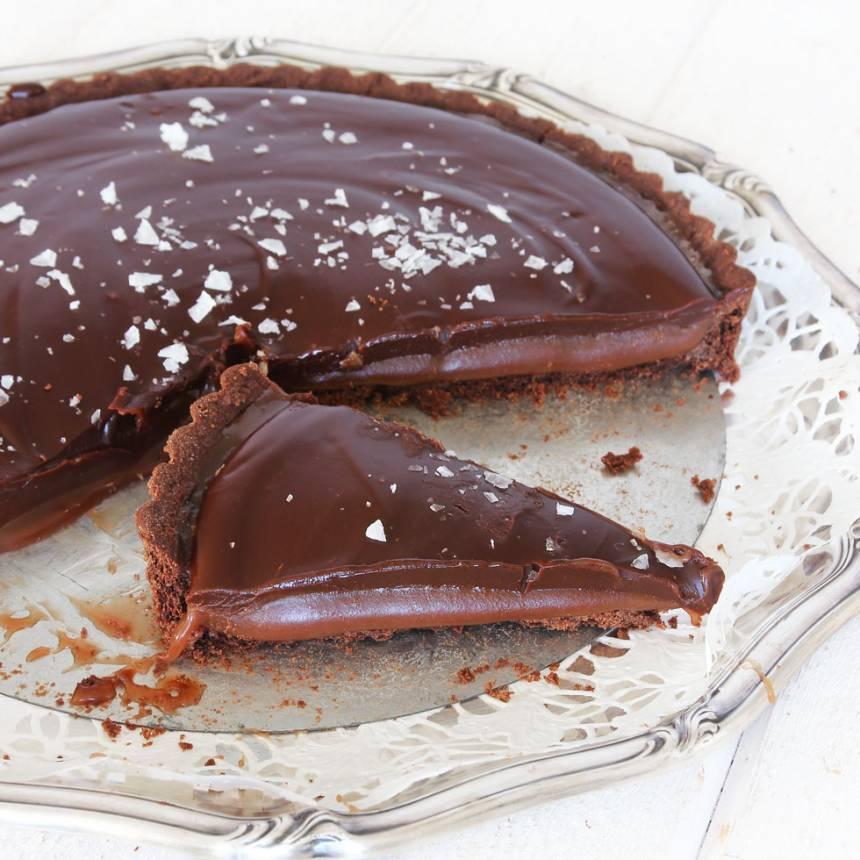 Baka en superläcker sötsalt chokladkolapaj – klicka här för recept!