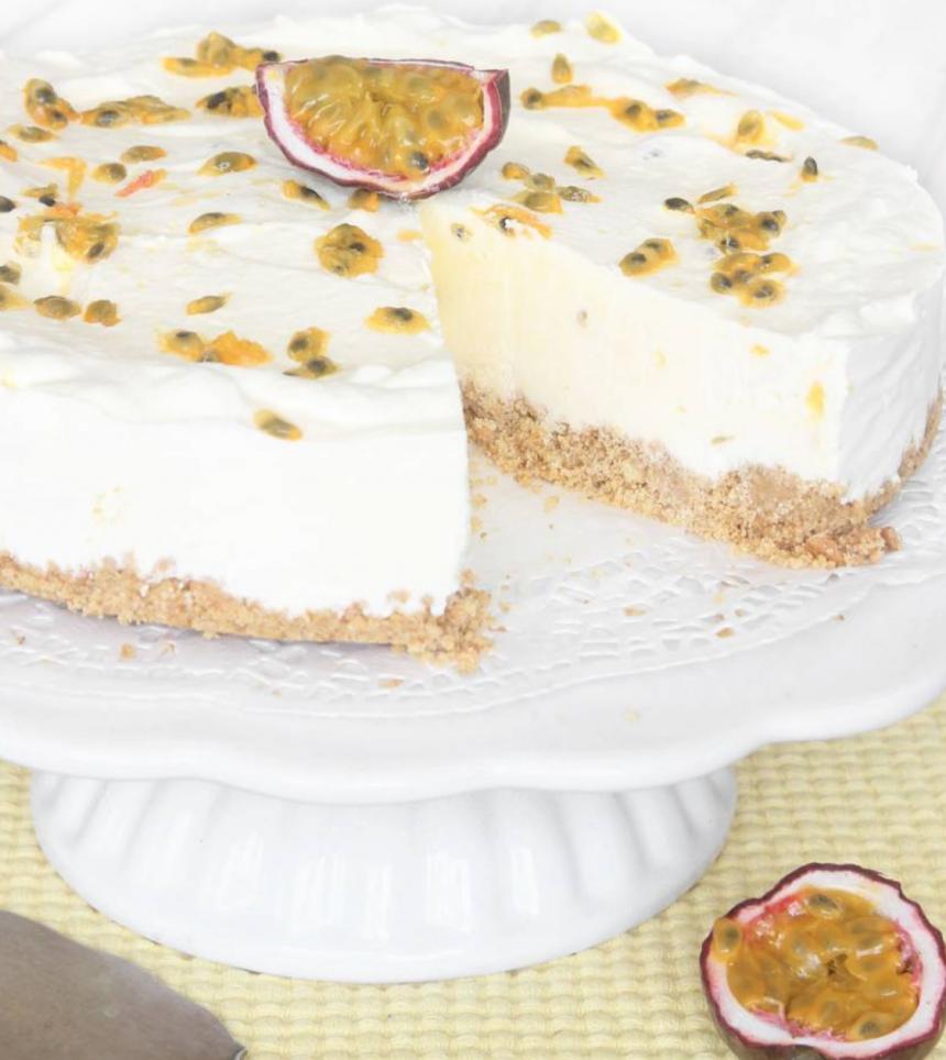 Gudomligt god, fryst Passionsfruktcheesecake –klicka här för recept!