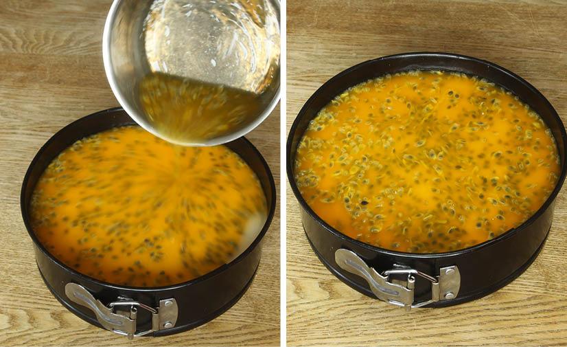 10. Häll ut blandningen på moussen och ställ kakan i kylen tills den stelnat. Skär kakan i bitar.