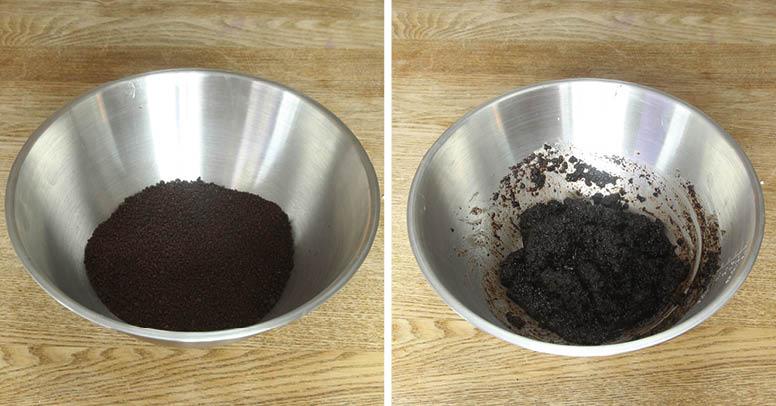1. Mixa kakorna till smulor i en maskin eller för hand. Smält smöret och blanda med smulorna.
