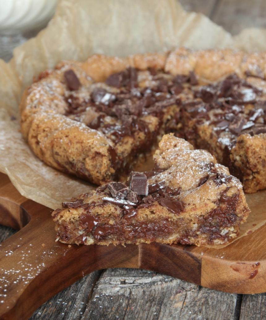 Baka en amerikansk jättecookie med Diam och hackad choklad i – underbart gott! Klicka här för recept!