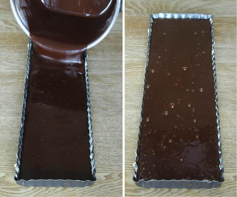 3. Häll smeten i en smord och bröad form, ca 11 x 30 cm eller en rund springform, ca 23 cm i diameter.