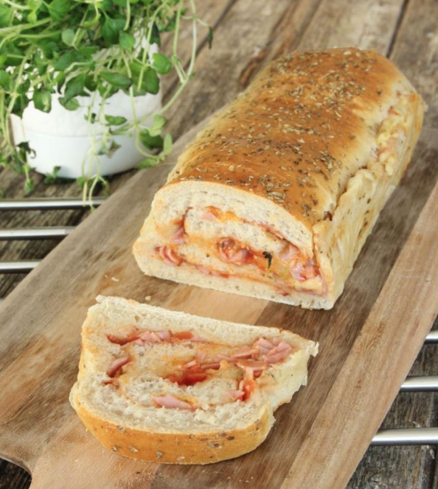 Baka en läcker pizzalimpa – klicka här för recept!