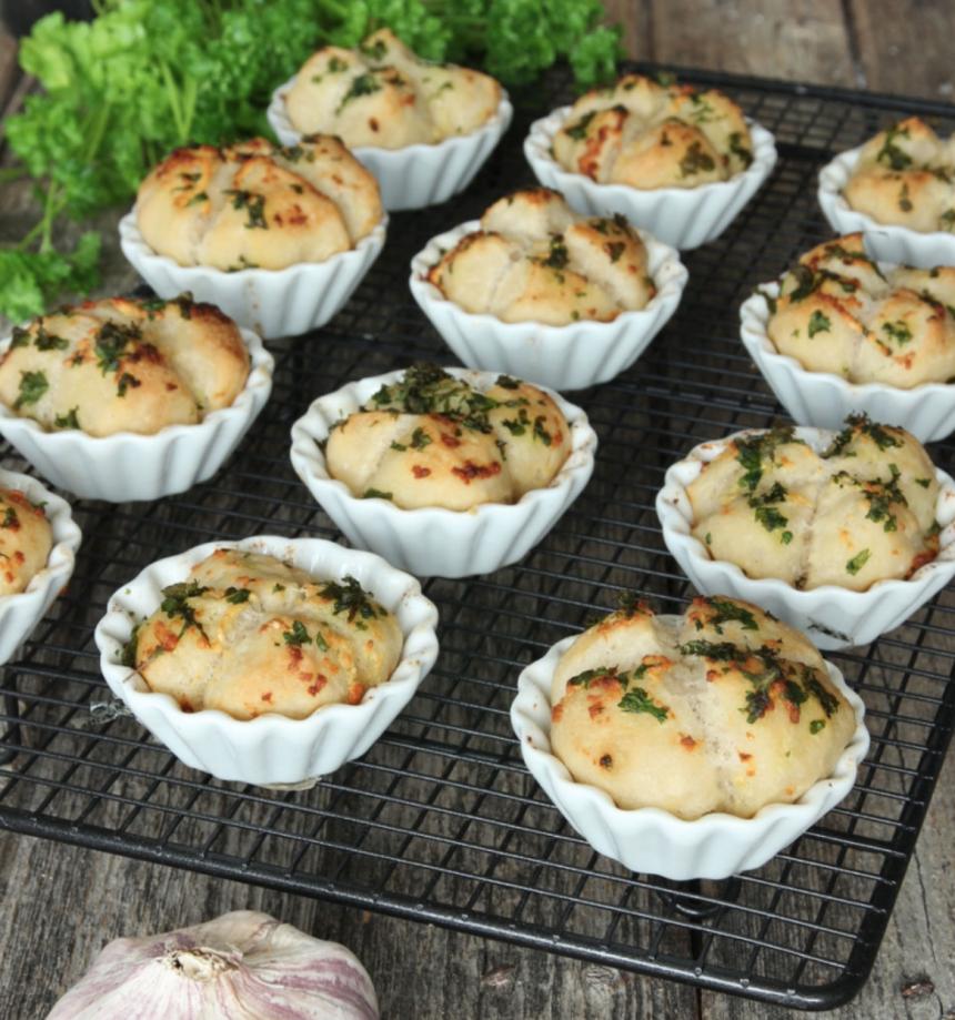 Baka goda vitlöksbröd i muffinsform –klicka här för recept!