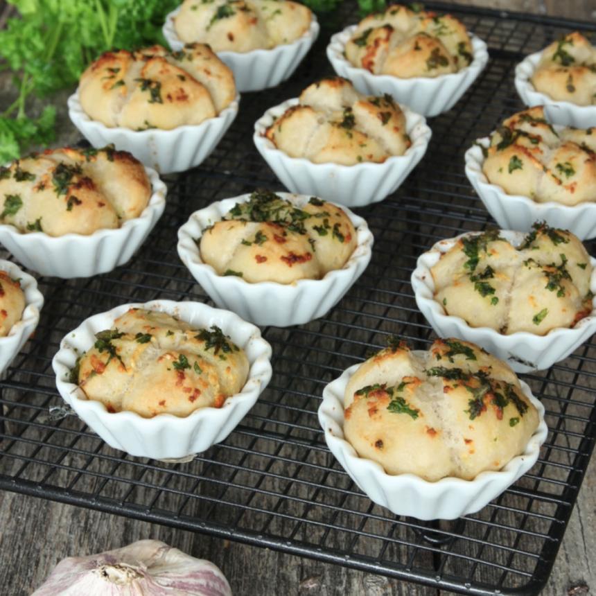 Supergott vitlöksbröd i muffinsformar – klicka här för recept!