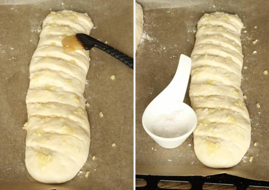 5. Pensla baguetterna med vitlöksblandningen och strö över flingsalt.