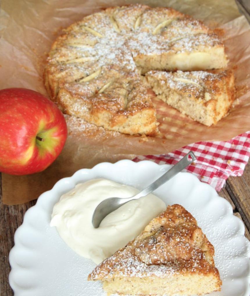 Lite segmjuk, lättbakad och underbart god äppelkaka. http://lindasbakskola.se/saftig-appelkaka-3/