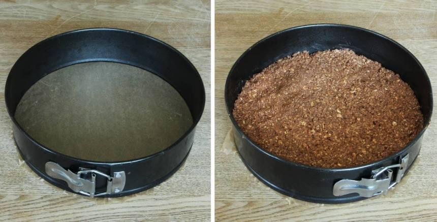 2. Sätt fast ett bakplåtspapper bottnen på i en springform, 22–23 cm i diameter. Tryck ut chokladbollssmeten i formen.
