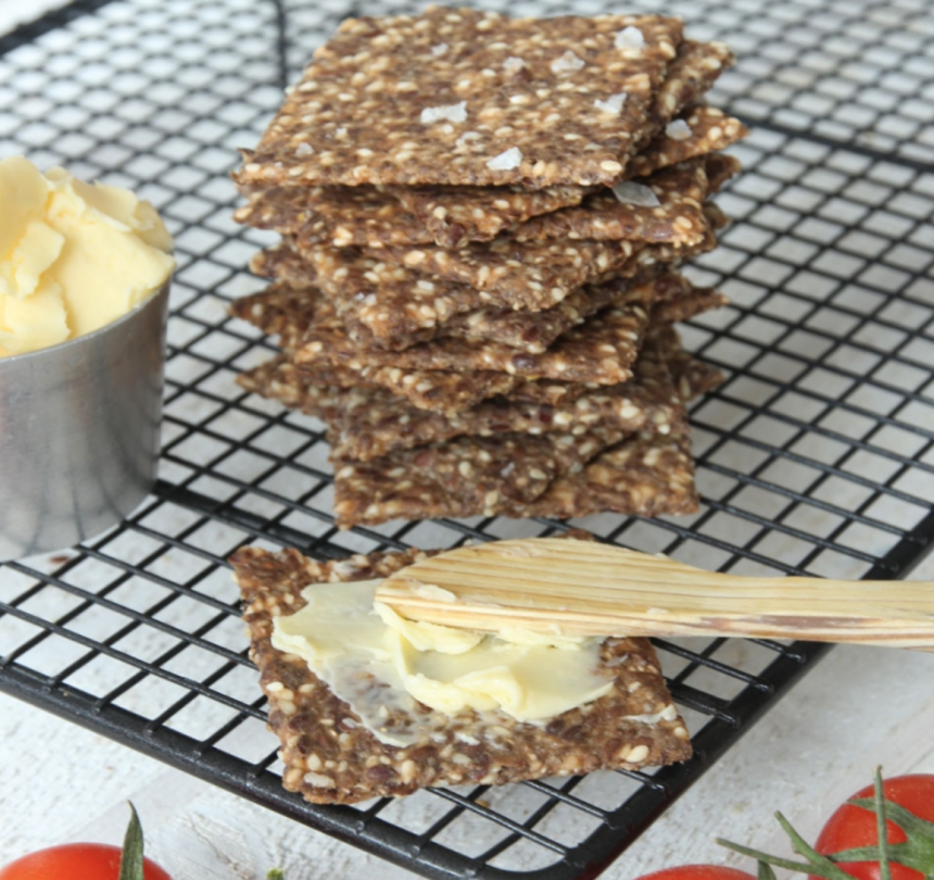 Baka nyttigt, lättgjort fröknäcke – klicka här för recept!