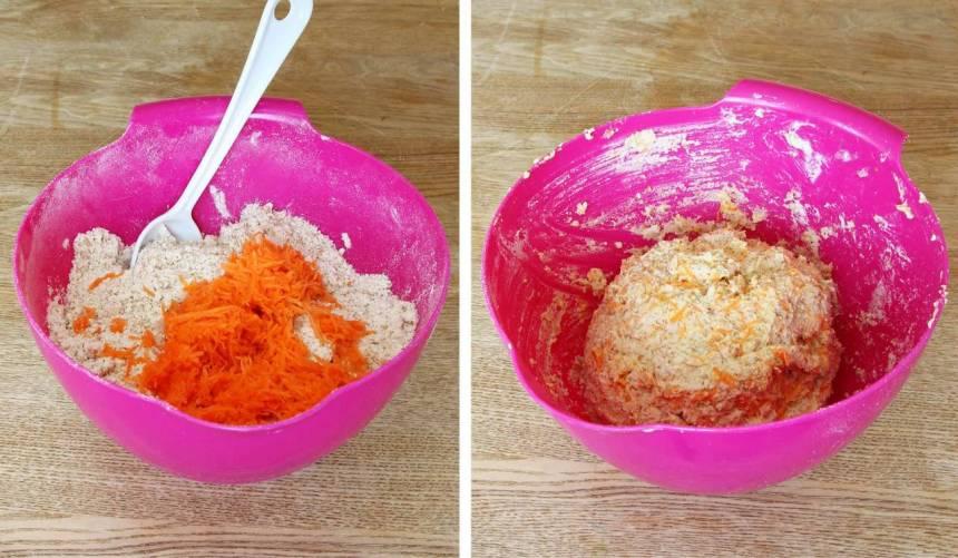 3. Tillsätt rivna morötter, filmjölk och blanda ihop allt till en lite kladdig deg.