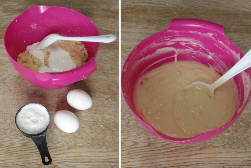 4. Tillsätt vaniljsocker, ägg och filmjölk i den stora bunken. Rör ihop allt till en smet.