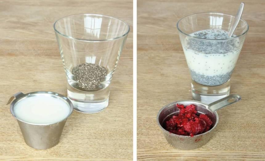 1. Häll hälften av fröna och hälften av mjölken i var sitt glas. Rör om ordentligt.