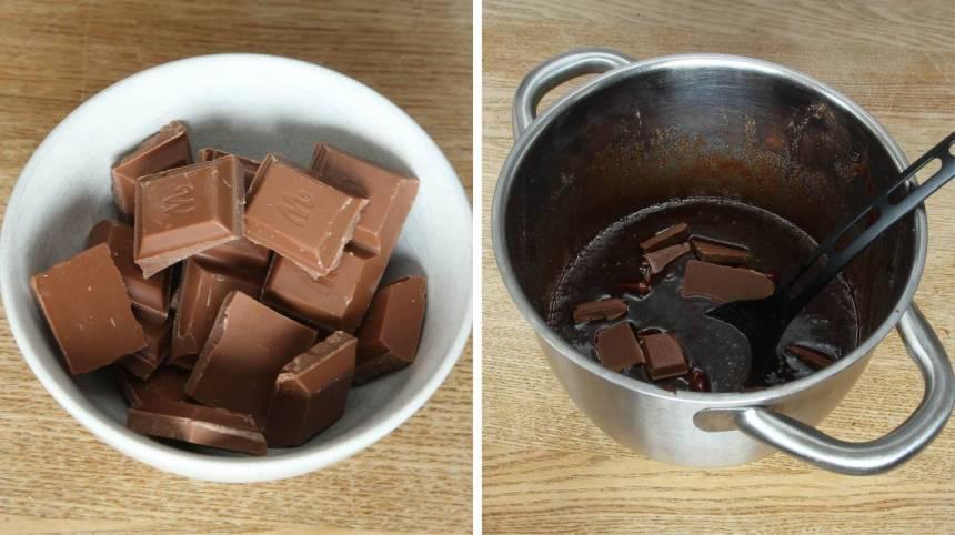 Ta bort kastrullen från värmen och tillsätt den hackade chokladen. Rör om tills den har smält och allt blandats ordentligt.