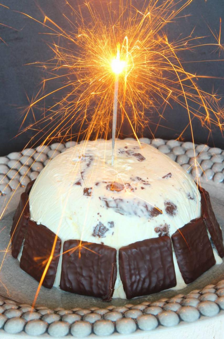 Läcker After Eight glassbomb med maränger –klicka här för recept!