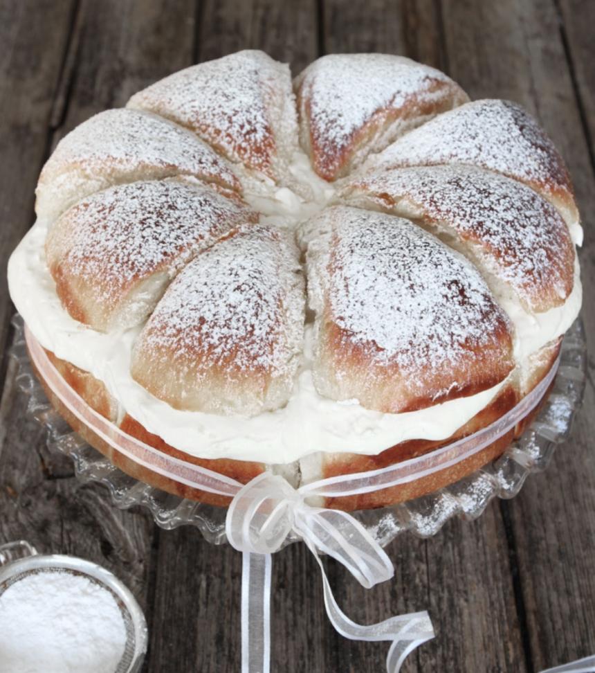 Baka en fantastisk semmeltårta – klicka här för recept!