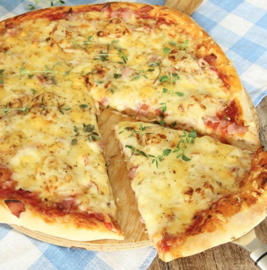 En perfekt hemgjord pizza –klicka här för länk till receptet!