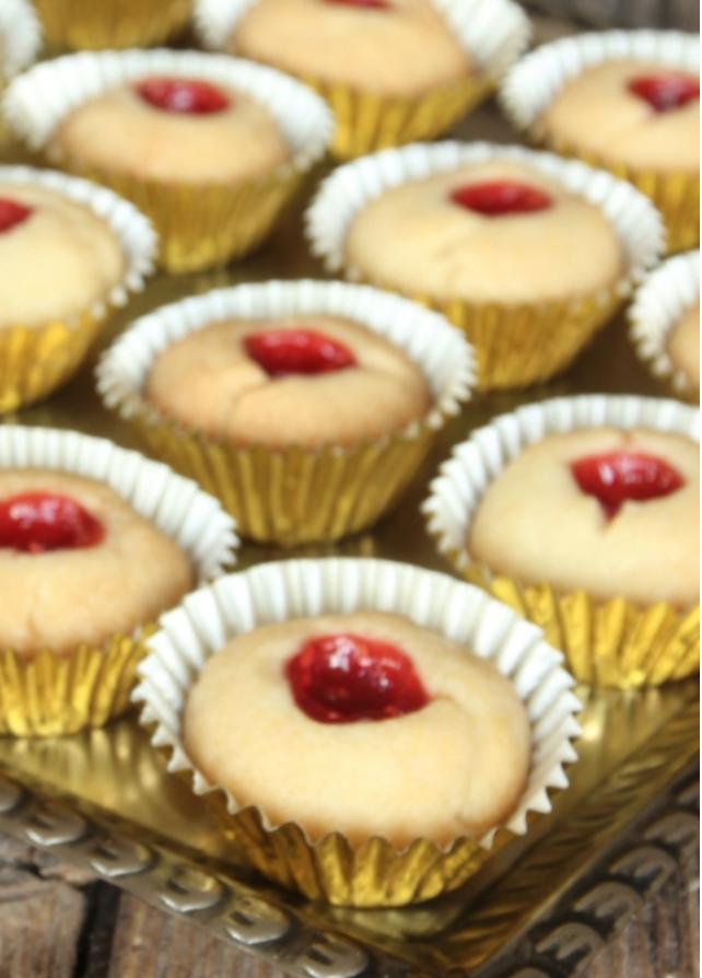 Baka spröda hallongrottor i miniformat – klicka här för recept!