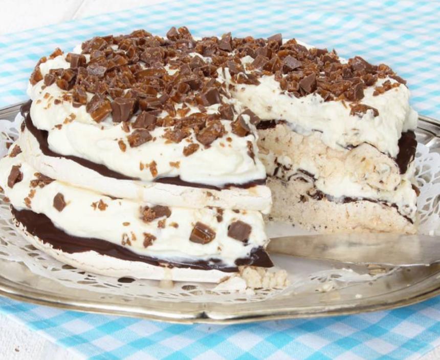 Gör en superläcker Daim-marängtårta! Klicka här för recept!