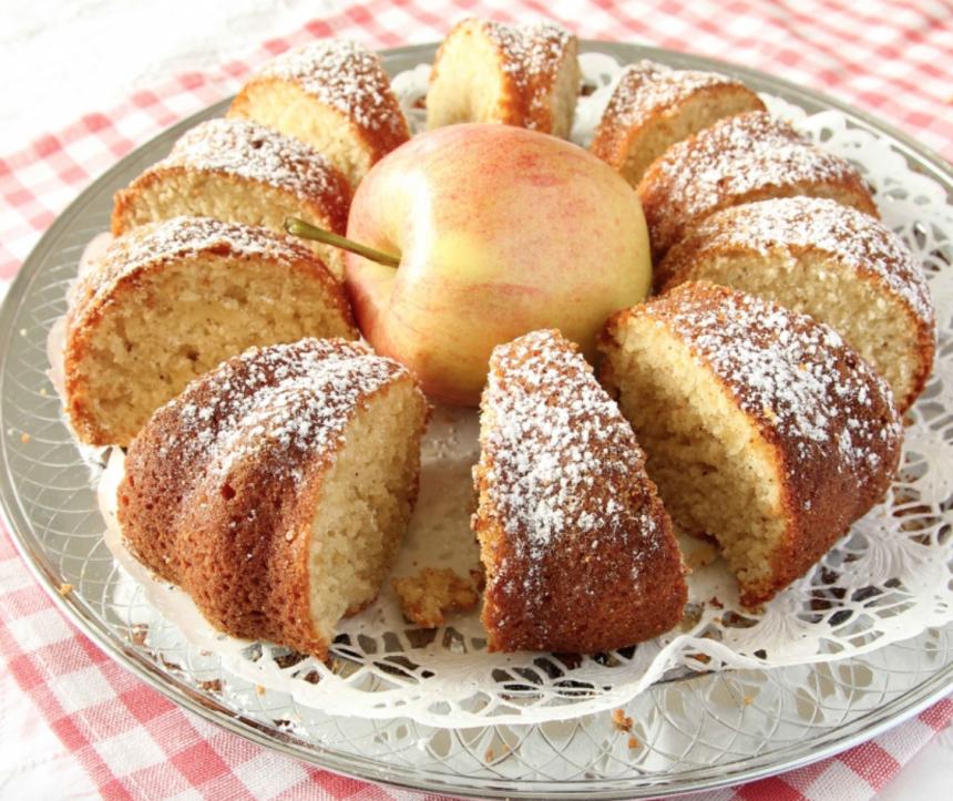 Baka en saftig sockerkaka med rivet äpple & kanel –klicka här för recept!