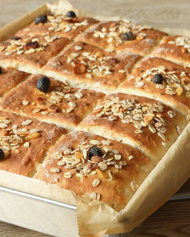 5. Grädda brödet längst ner i ugnen i ca 20 min. Låt det svalna i formen.