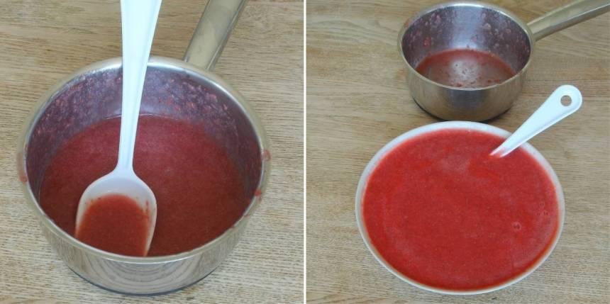 6. Mixa jordgubbarna till puré. Värm upp ca 1 dl av jordgubbspurén i en kastrull. Ta upp gelatinbladen ur vattnet, krama ur dem och smält ner dem i de varma jordgubbarna. Blanda dem med resten av jordgubbarna och rör om.