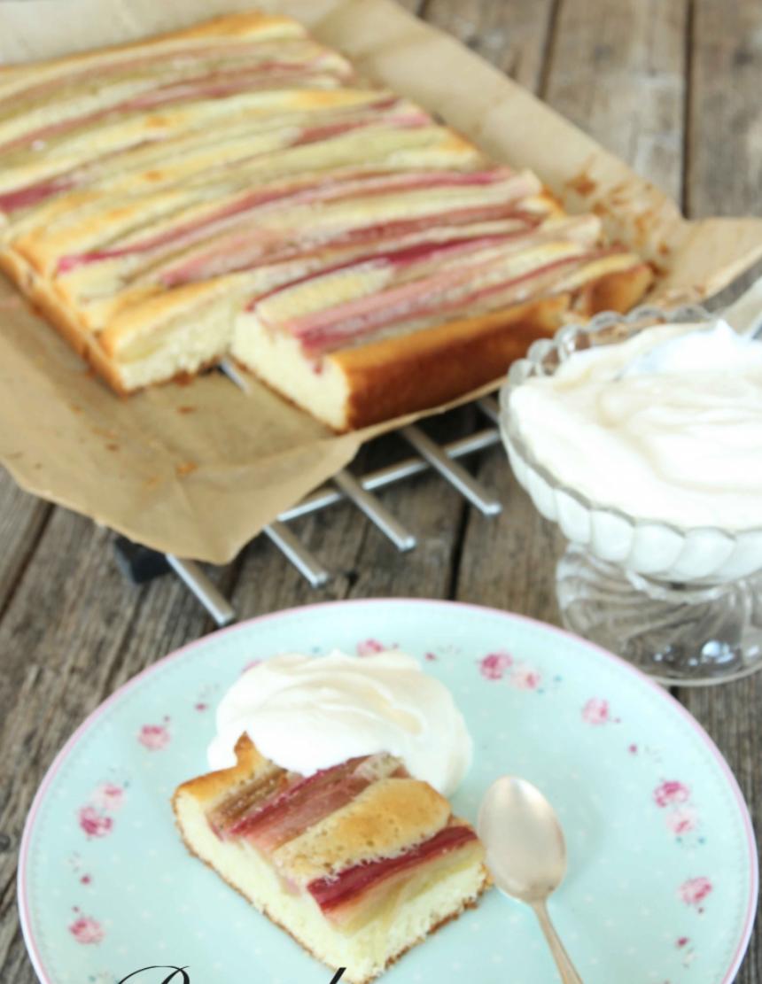 Mjuk, saftig randig rabarberkakan –klicka här för recept!