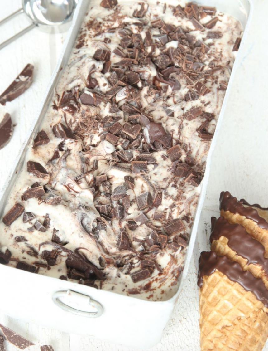 Krämig lättgjord chokladglass med 3 ingredienser –klicka här för recept!