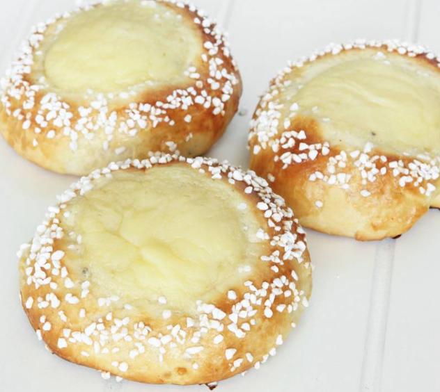 Fantastiska solskensbullar med pärlsocker –klicka här för recept!