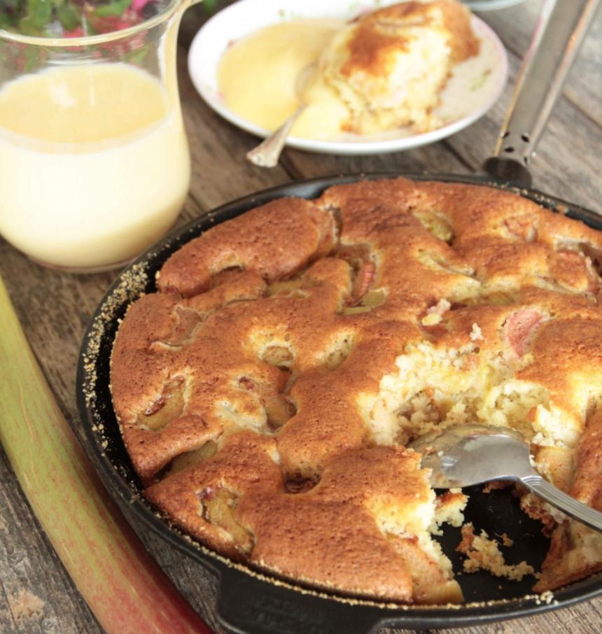 Saftig rabarberkakan i stekpanna –klicka här för recept!