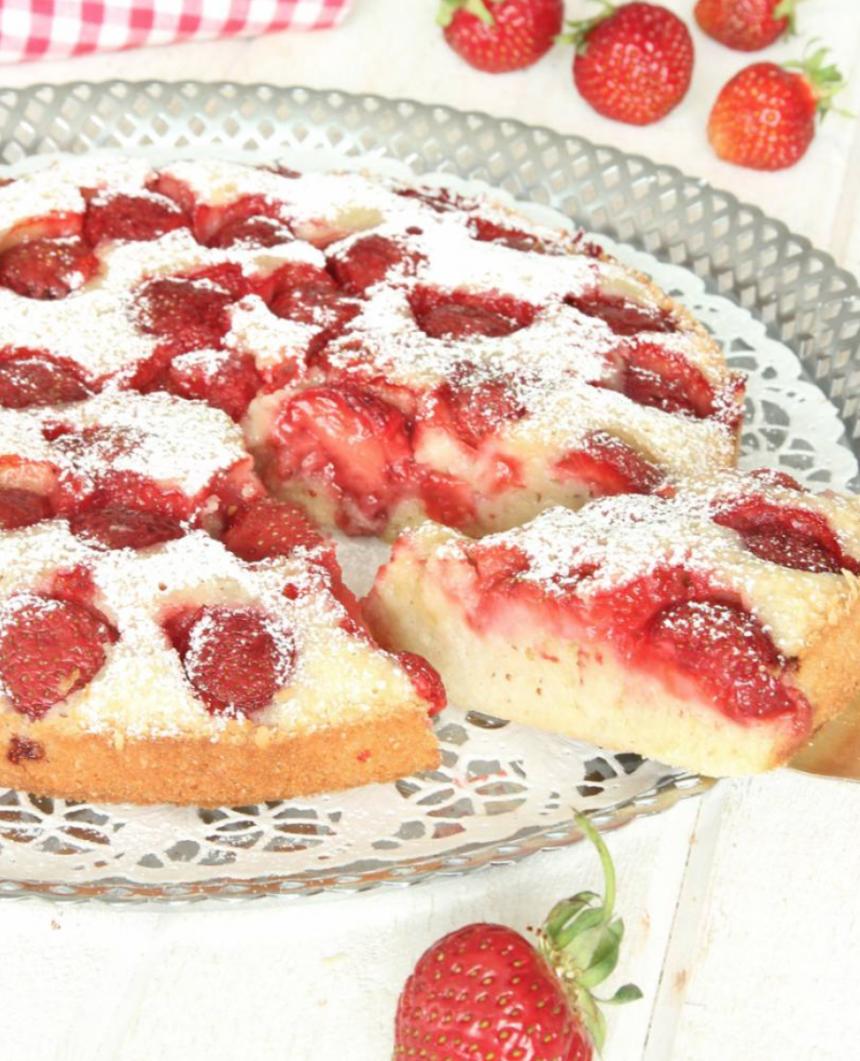 Ljuvligt god jordgubbskladdkaka – klicka här för recept!