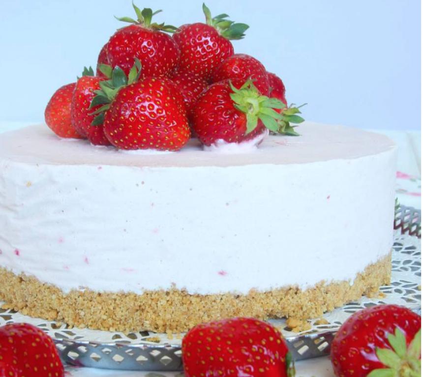 Fryst jordgubbscheesecake –klicka här för recept!