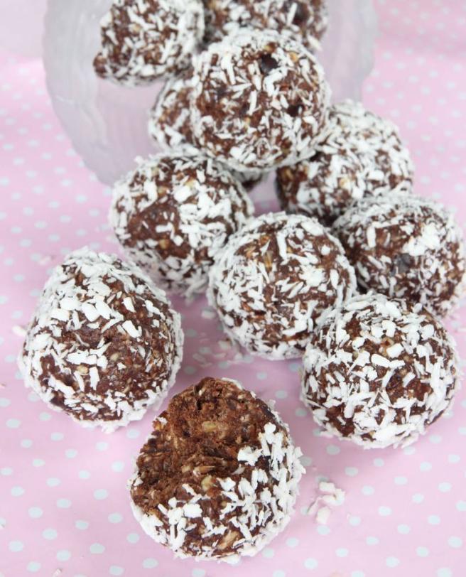 Nyttiga, supergoda dadelbollar med kokos –klicka här för recept!
