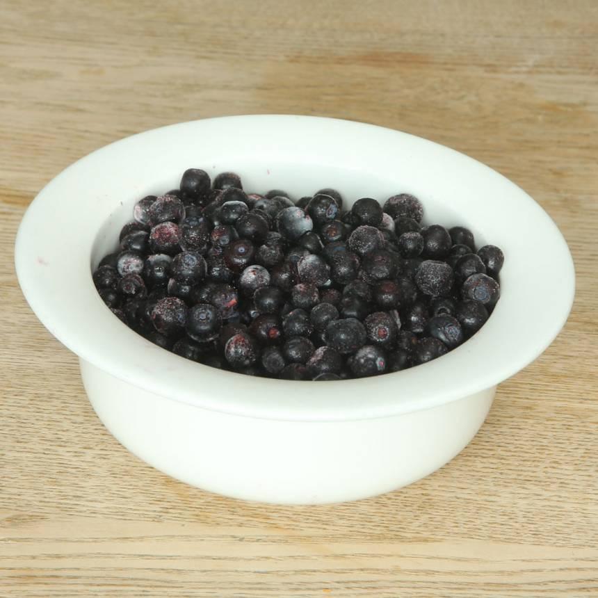 2. Ta fram frysta eller färska blåbär.