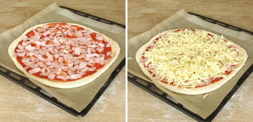4. Strö över skinka, anansbitar, riven ost och oregano (eller valfri fyllning)Låt pizzan jäsa under bakduk i ca 20 min. Sätt ugnen på 250 grader varmluft.