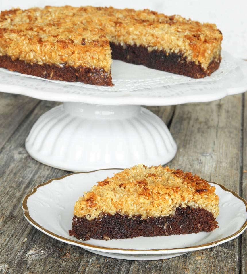 Baka en ljuvligt god kokostoscakladdkaka –klicka här för recept!