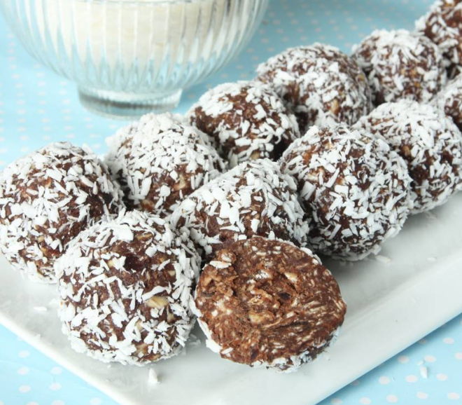 Baka nyttiga chokladbollar helt utan socker! Supergoda och även barnen älskar dem! Recept –klicka här!