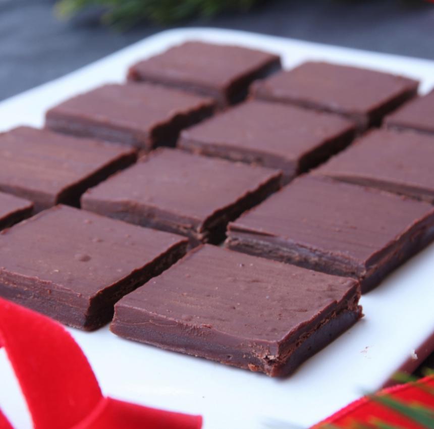 Superläcker chokladkola med ett täcke av choklad ovanpå –klicka här eller på bilden för recept!