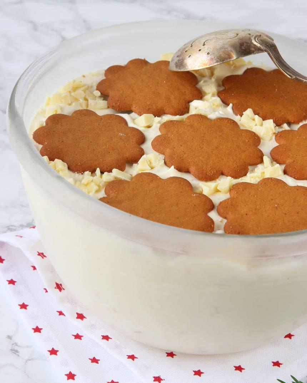 Krämig, ljuvligt god pepparkaksglass med vit choklad –klicka på bilden för recept!