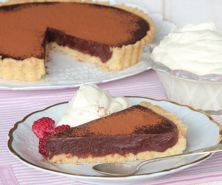 Ljuvligt god chokladpaj med en frasig pajbotten –klicka på bilden för recept!