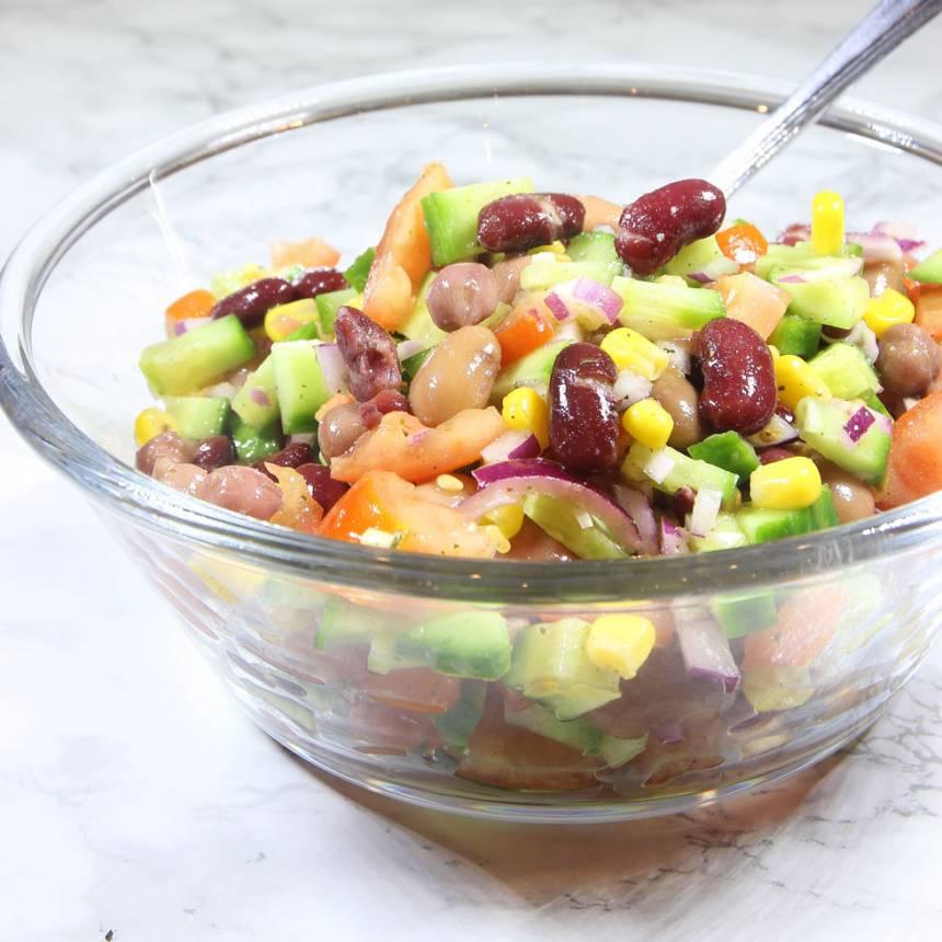 Fräsch, nyttig och mättande bönsallad! Klicka på bilden för recept!