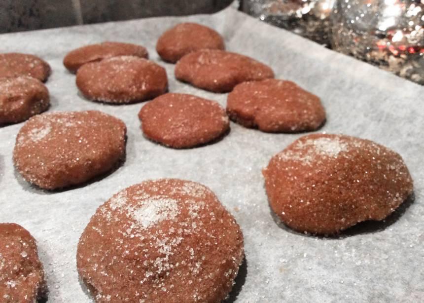 5. Grädda kakorna mitt i ugnen i 6–8 min. Låt dem svalna på plåten.