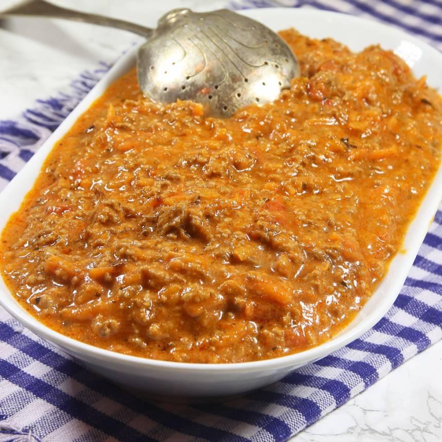 Läcker, smakrik köttfärssås med rivna morötter –klicka på bilden för recept!